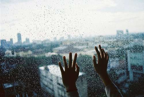 city-hands-lonely-photography-rain-Favim.com-301037